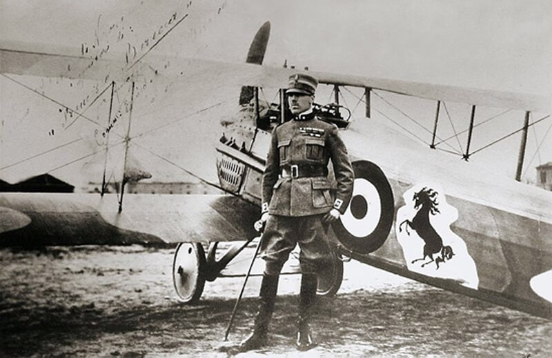 Count Baracca standing by his fighter aircraft bearing the black prancing horse of his family name.